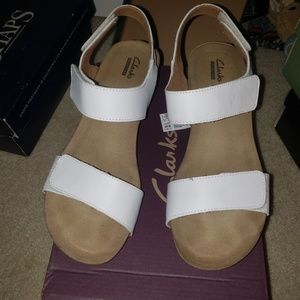 Like new! Clarks 9M sandals